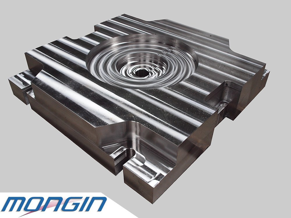 Exemple d'une pièce en acier taillée dans la masse avant l'ajustage.